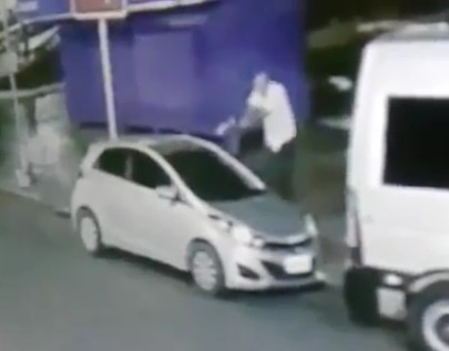 Man Lets Thief Enter his Car Then Kills Him