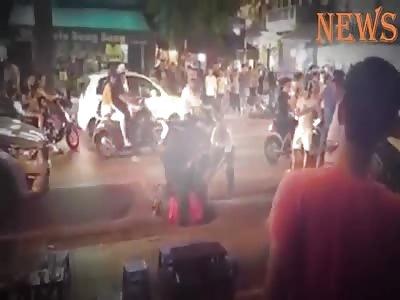 SHOCKING MACHETE FIGHT IN THE STREET