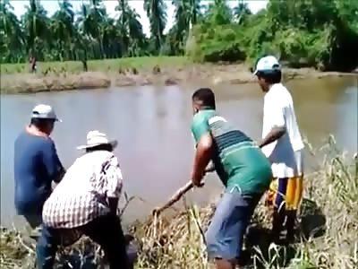 (Repost) Villagers Fight Crocodile to Rescue Child it Mauled in Oaxaca.
