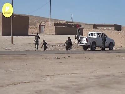 Kurdos de YPG bombing isis