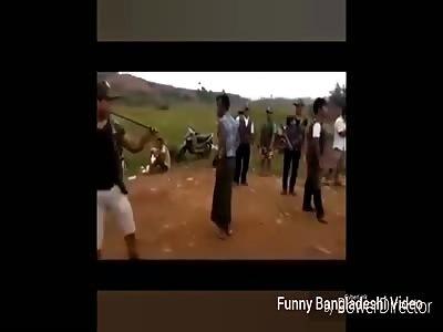 Persecution of Rohingya Muslims in Myanmar- ভিডিও(video) দেখুন কিভাবে নতুন ভাবে রোহাঙাদের মারছে।