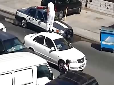 Drunk Kuwaiti Man Knocks Out a Cop by Karate Kick