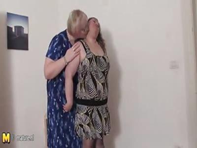 2 Chubby Mature lesbians