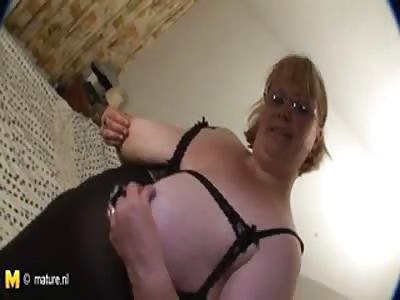 Big mom gets wet and wild