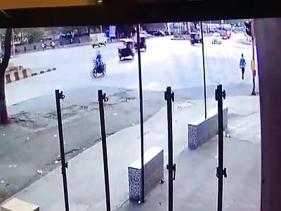 CCTV bus & Car Accident at Vashi, 7 Injured