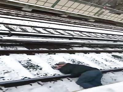 Good Samaritans Rescue Man From Subway Tracks
