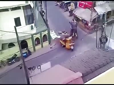 Elephant kill people in the street