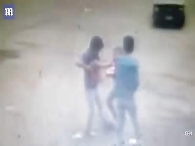 Thief shoots OWN friend robbing woman, Mexico