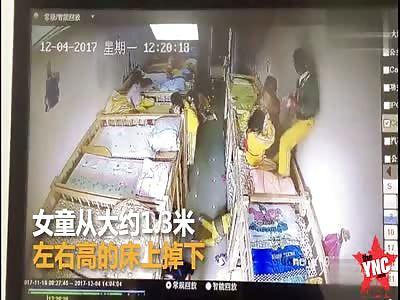 girl  on her  lunch break went slamming down from 1.3 meters on her head