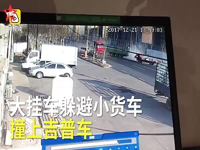 Oncoming  sedan car, knocked down sanitation workers in  Shenyang