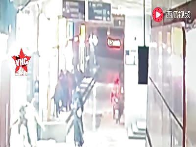 woman falls 45 meters high in  Wuchang