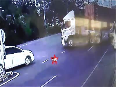 Mr. Ahmad Lhag Pudde has a accident on Kanjanavanich Road