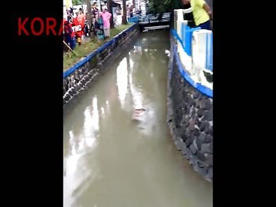 FLOATING DEAD MAN IN THE VILLAGE SELOKERTO KEBUMEN PADI