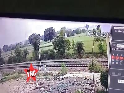 drug trader Train suicide in  Etawah @1:00 mark