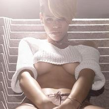 Rihannas Amazing Tits Exposed in Awesome Wardrobe Malfunction