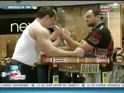 Pro armwrestler vs Pro bodybuilder