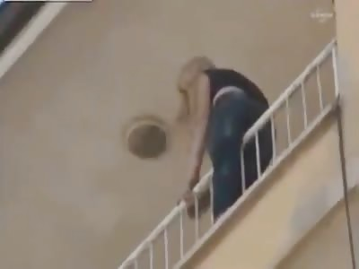 TURKEY GIRL JUMPS FROM THIRD FLOOR